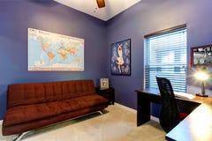 Sala lilás do escritório Fotografia de Stock Royalty Free