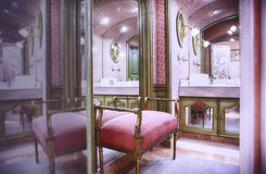 Sala luxuosa do toilette fotografia de stock royalty free