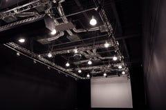 Sala per conferenze con le sedie rosse Fotografie Stock Libere da Diritti