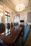 Sala posiedzeń z wygodnymi krzesłami zdjęcie stock