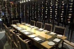 Sala privada do restaurante luxuoso em um hotel imagem de stock