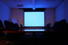 Sala riunioni con lo schermo Fotografie Stock Libere da Diritti