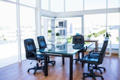 Sala riunioni con poltrona girevole posteriore Fotografie Stock
