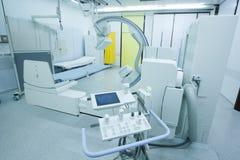 Sala szpitalna z nowożytną promieniowanie rentgenowskie maszyną Fotografia Stock