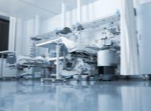 Sala szpitalna z współczesnym wyposażeniem, unfocused tło Zdjęcia Stock