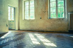 Sala vazia abandonada e derelict foto de stock
