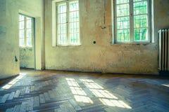 Sala vazia abandonada e derelict fotos de stock