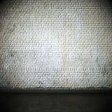 Sala vazia com a parede e o parquet brancos resistidos Foto de Stock Royalty Free
