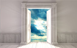 Sala vazia com porta aberta Imagens de Stock
