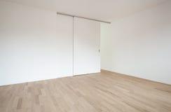 Sala vazia com porta deslizante fotografia de stock royalty free