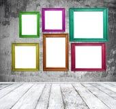 Sala vazia com quadros coloridos da foto Fotos de Stock
