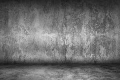Sala vazia do grunge com o assoalho do muro de cimento e do cimento, interior imagem de stock