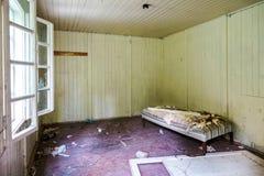 Sala velha danificada Fotos de Stock Royalty Free