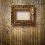 Sala velha, interior do grunge com quadro Imagens de Stock Royalty Free