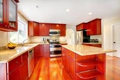 Sala vermelha brilhante da cozinha Foto de Stock Royalty Free