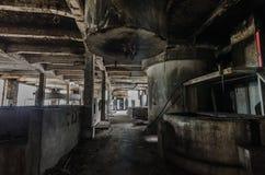 sala w zaniechanej papierowej fabryce zdjęcia stock