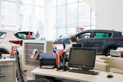 Sala wystawowa KIA i samochód przedstawicielstwo handlowe Kia Kirov w Kirov mieście Zdjęcia Royalty Free