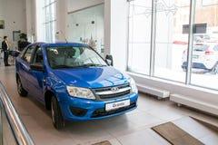 Sala wystawowa Lada i samochód przedstawicielstwo handlowe Gusar fabryczny Avtovaz wewnątrz Obrazy Stock