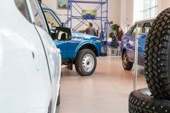 Sala wystawowa Lada i samochód przedstawicielstwo handlowe Gusar fabryczny Avtovaz wewnątrz Zdjęcie Royalty Free