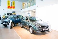 Sala wystawowa Lada i samochód przedstawicielstwo handlowe Gusar fabryczny Avtovaz wewnątrz Zdjęcia Stock