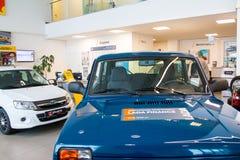 Sala wystawowa Lada i samochód przedstawicielstwo handlowe Gusar fabryczny Avtovaz wewnątrz Obraz Royalty Free