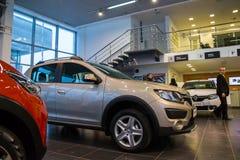 Sala wystawowa Renault i samochód przedstawicielstwo handlowe Tehzentr Gusar w Kirov c Fotografia Stock