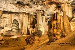 Sala z zaokrąglonymi skałami w jamie Zdjęcia Stock
