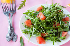 Salad with arugula and grapefruit slices Stock Photos