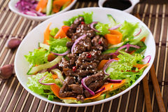 Salad with beef teriyaki Royalty Free Stock Images