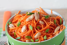 Salad of fresh carrots with white beans and green onions Royalty Free Stock Photos