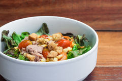 Salad with fresh tuna Royalty Free Stock Images
