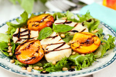 Salad with grilled halloumi cheese and peaches Stock Photography
