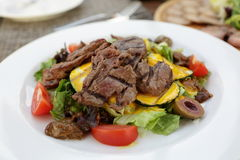 Salad with grilled veal and vegetables Stock Photography