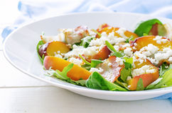 Salad with peaches, bacon; arugula, spinach and goat cheese Royalty Free Stock Photography
