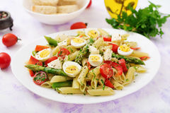 Salad - penne pasta with asparagus, tomatoes, quail eggs, mozzarella Stock Images