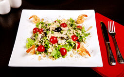 Salad with shrimp, tomatos and olives Royalty Free Stock Images