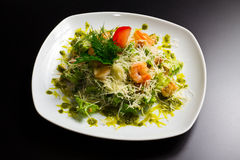 Salad with shrimp and vegetables Royalty Free Stock Images