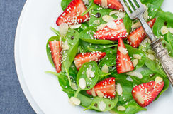 Salad with spinach and strawberry Royalty Free Stock Images