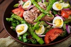 Salad with tuna, tomatoes, asparagus and onion Stock Photos