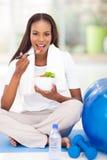 Salada afro-americana da mulher Fotos de Stock