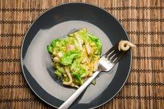 Salada apetitosa com calamar imagens de stock royalty free