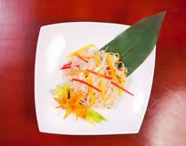 Salada asiática com macarronetes do celofane Foto de Stock