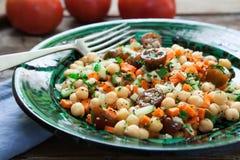Salada caseiro dos grãos-de-bico Imagem de Stock Royalty Free