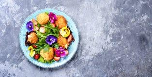 Salada colorida do verão foto de stock royalty free