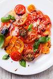 Salada colorida fresca madura dos tomates Fotos de Stock