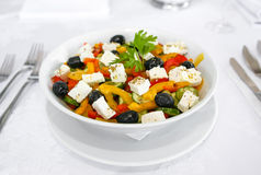Salada com azeitona do queijo Fotografia de Stock