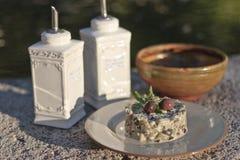 Salada com azeitonas fotografia de stock royalty free