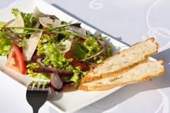 Salada com baguette Imagens de Stock Royalty Free