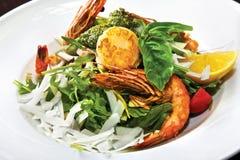 Salada com camarões do tigre Imagem de Stock Royalty Free