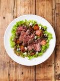 Salada com carne assada Imagem de Stock